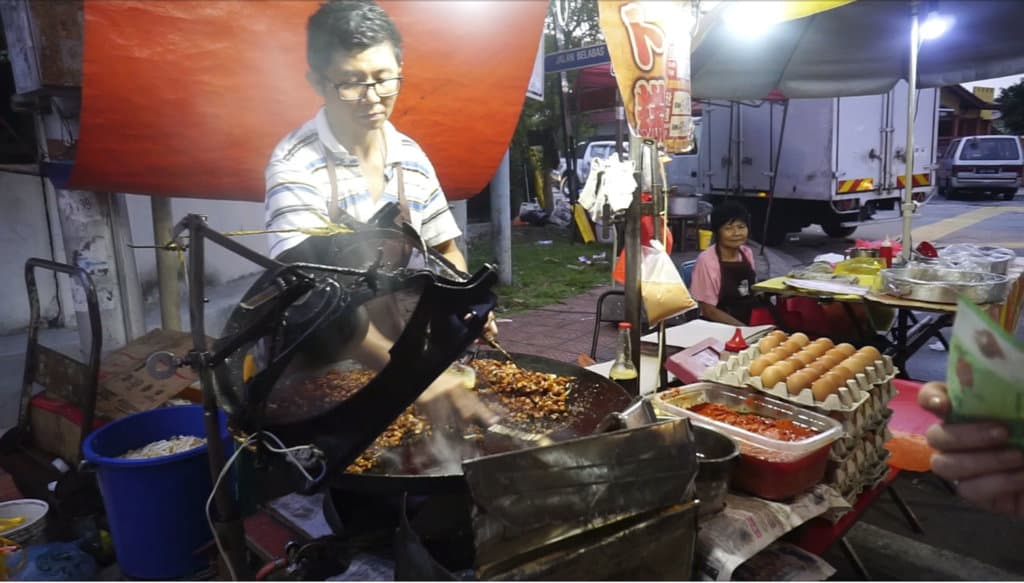 Eating street is a must to things to do in Kuala Lumpur in 3 days
