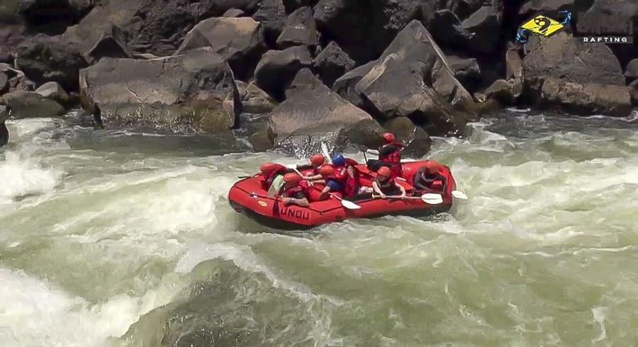 zambezi white water rafting in victoria falls