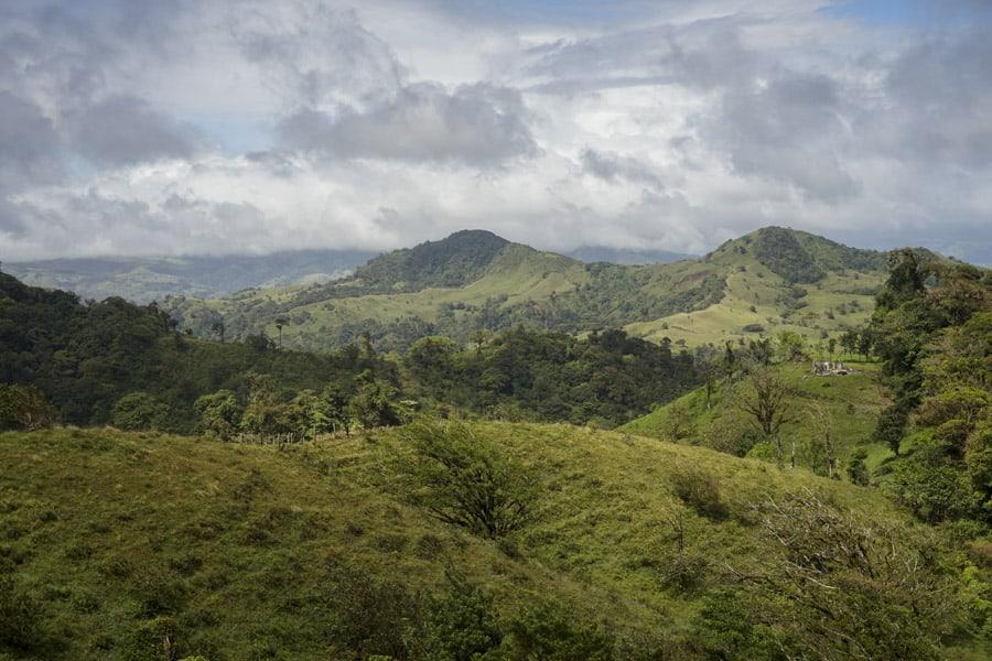 hiking in monteverde