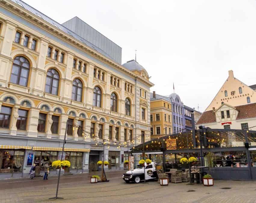 Visiting Old Town on a Walking Tour in Riga
