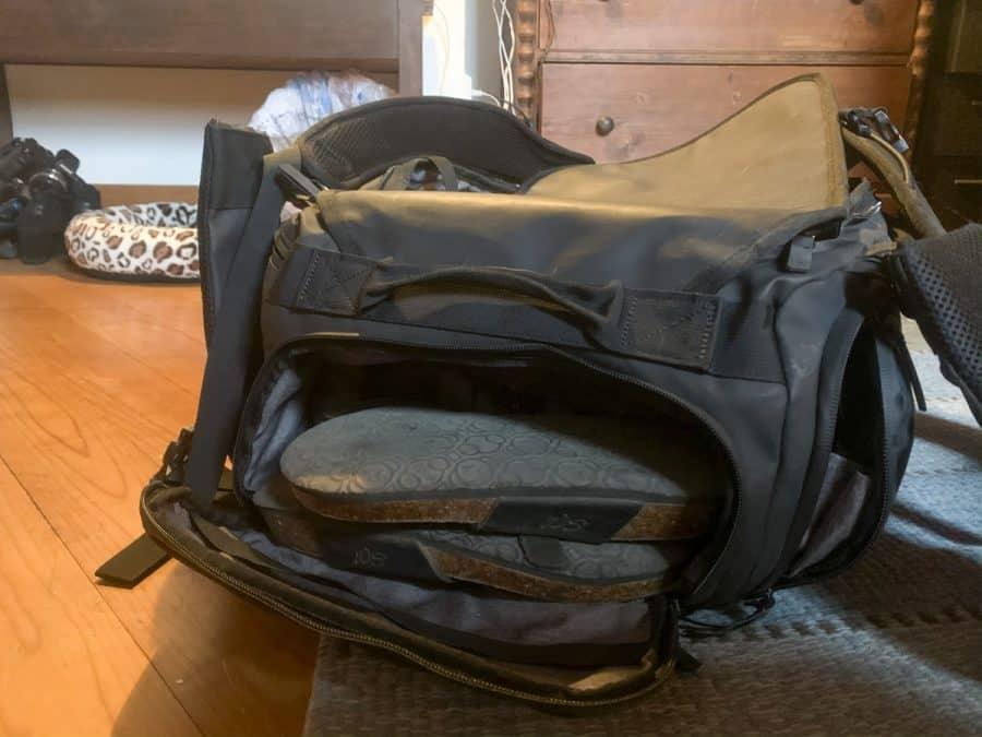 nomatic 40l travel bag shoe compartment