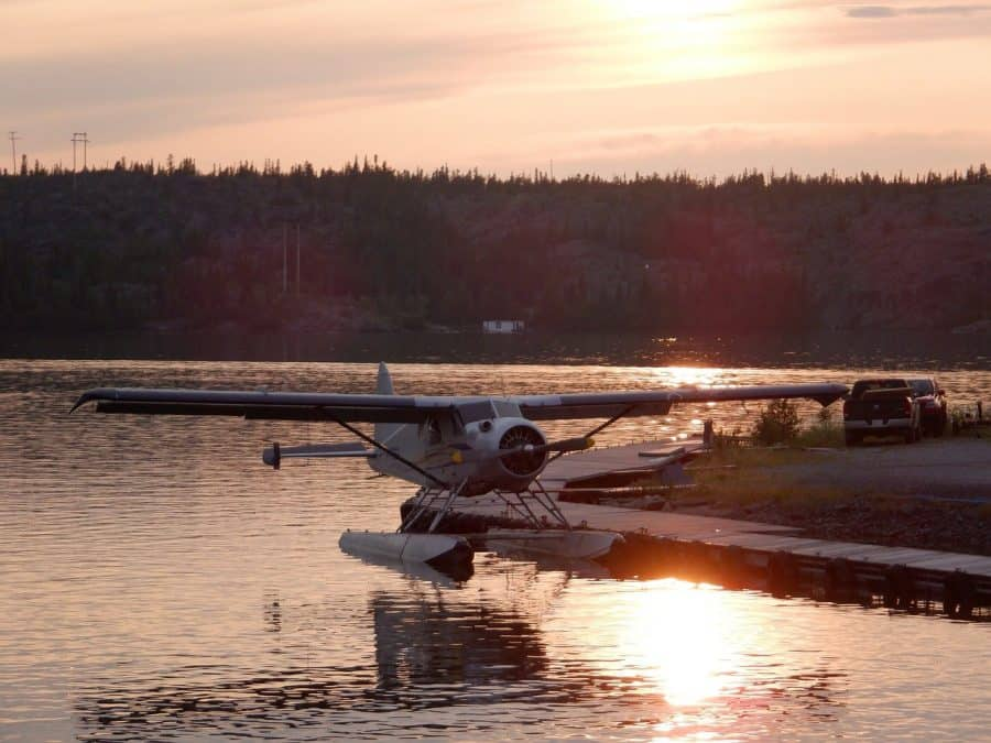 float plane tour in yellowknife