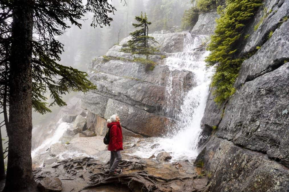 lake agnes trail banff hikes