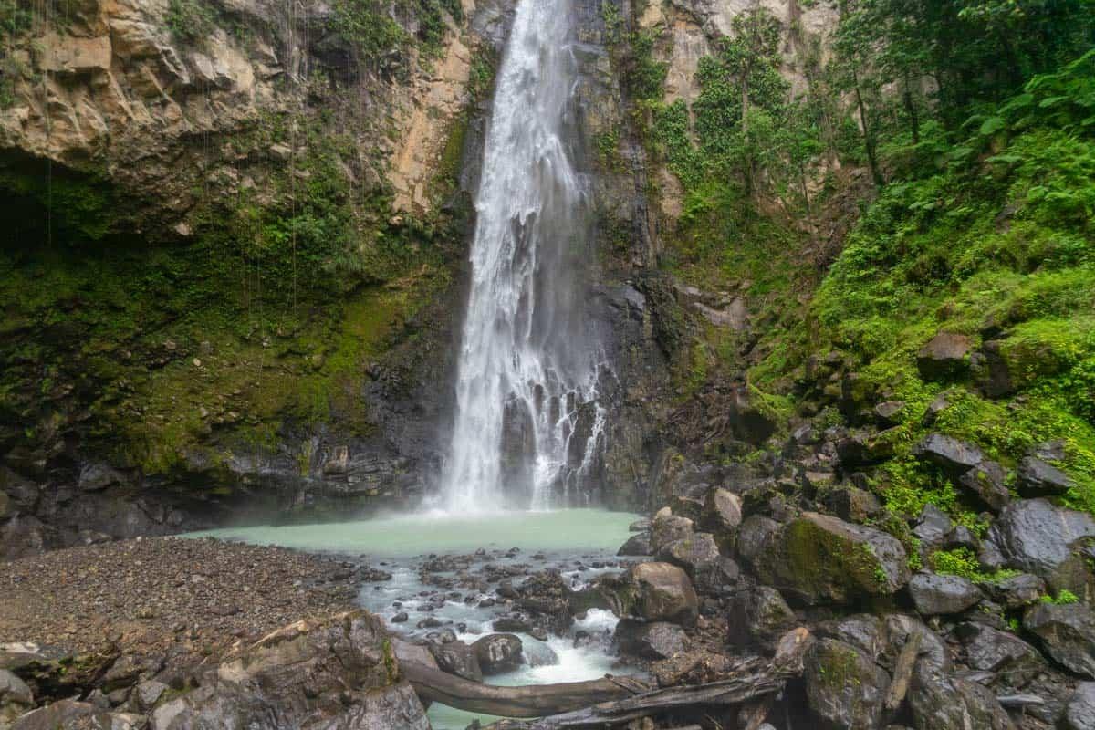 hiking victoria falls dominica