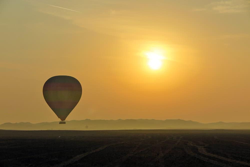 hot air balloon experiences dubai uae at sunrise