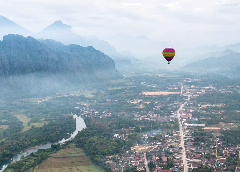 hot air balloon vang vieng laos